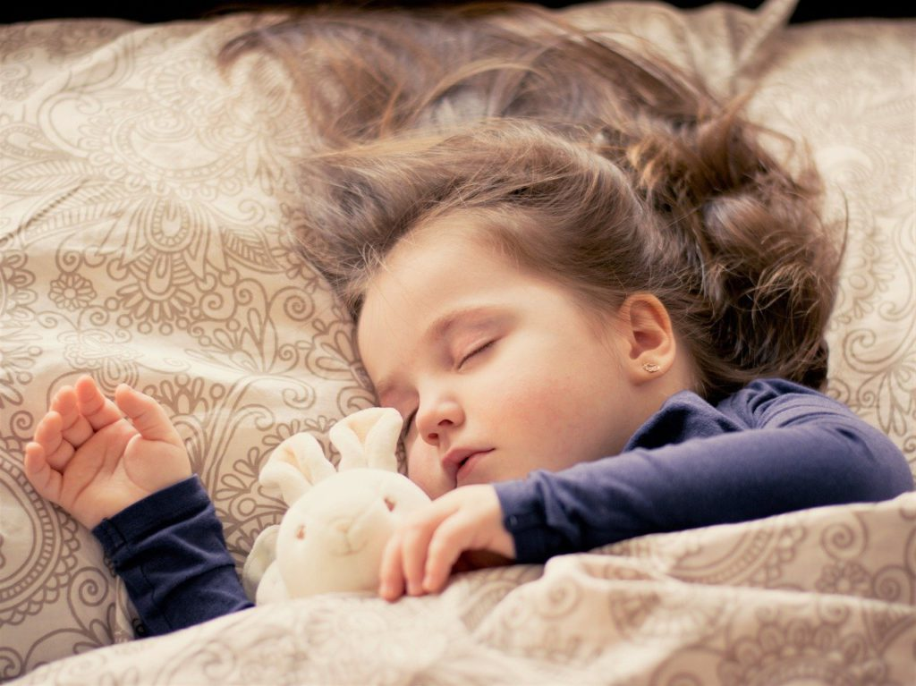 2歳児の睡眠時間は11~14時間が理想?十分な睡眠を確保するコツまとめ