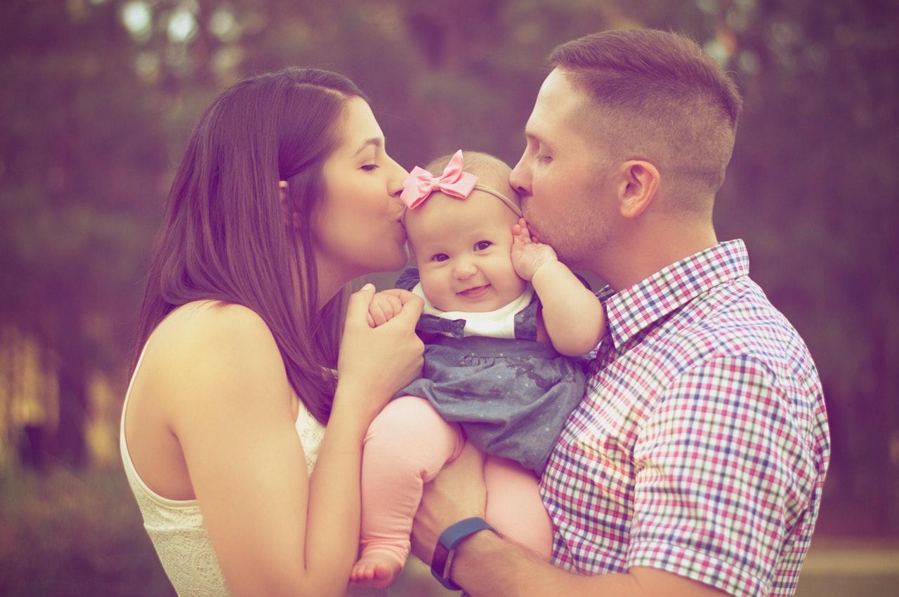 パパ見知りはいつから始まる?家庭への影響と乗り越え方のコツ
